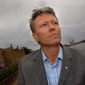 Jonas Axelsson, chef på Röda Korsets regionkontor i Gävle, Porträtt i miljö Foto: Kjell Fredriksson